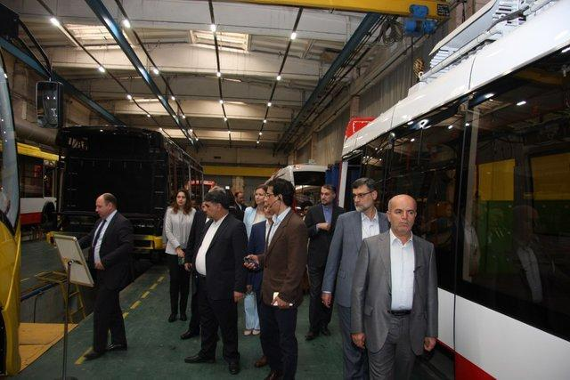 بازدید هیات پارلمانی ایران از خط فراوری اتوبوس برقی بلاروس